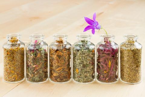 4586152 739793 healing herbs in glass bottles herbal medicine Изисквания за откриване на дрогерия