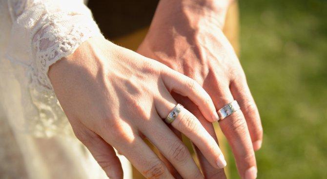 mladojenci sys svatben podaryk 5000 lotariijni bileta 327107 Семейно брачни отношения, предбрачен договор